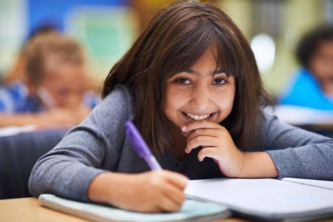 An 20 Berliner Grundschulen können die Kinder jetzt im Rehmen einer AG Türkisch lernen.