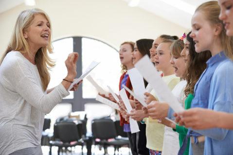Symbolbild: Die neugegründete Schule überzeugte die Eltern auch durch die Gesangsklasse.