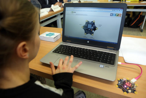 "Schülerinnen und Schüler lernen in dem Pilotprojekt ""Digitale Schule 2020"", wie sie digitale Medien kreativ nutzen."