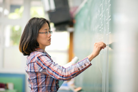 Etwa jede zehnte Lehrkraft in Schulen hat hierzulande einen Migrationshintergrund.