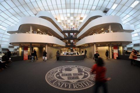 Die Freie Universität Berlin bildet seit 2016 Quereinsteigerinnen und Quereinsteiger in einem Masterstudium für den Lehrerberuf aus.