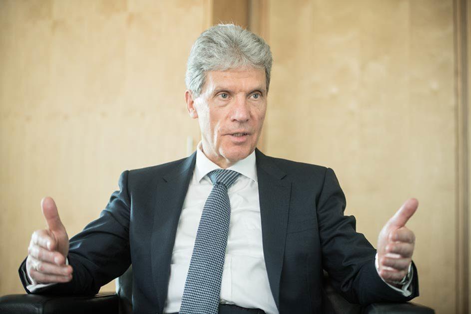 KMK-Präsident Helmut Holter (Die Linke) zeigt sich im Interview mit dem Deutschen Schulportal offen für einen verbindlichen Staatsvertrag.