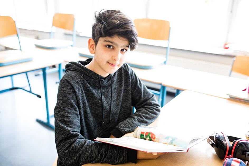 Arshia ist mit seiner Familie aus Teheran nach Deutschland geflüchtet. Der 13-Jährige geht in Hamburg zur Schule.