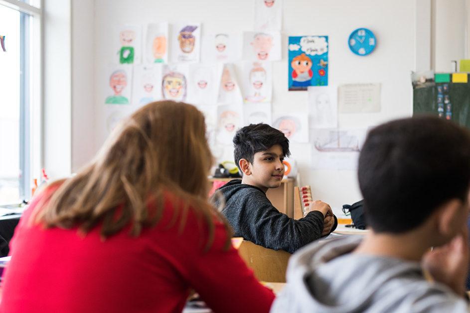 Aktuell werden in Hamburg 3506 Flüchtlingskinder in Kleingruppen auf die Integration in eine Regelschulklasse vorbereitet – eines von ihnen ist Arshia.