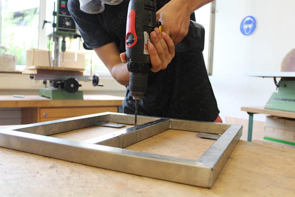 """In der """"Lernwerkstatt Bau-Hand-Werk"""" arbeiten die Schülerinnen und Schüler mit unterschiedlichen Baumaterialien."""