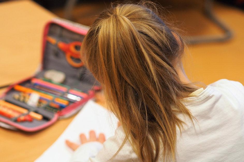 Haben Hausaufgaben positive Effekte auf die Lernleistung? Wissenschaftliche Studien der vergangenen Jahrzehnte lassen daran zweifeln.