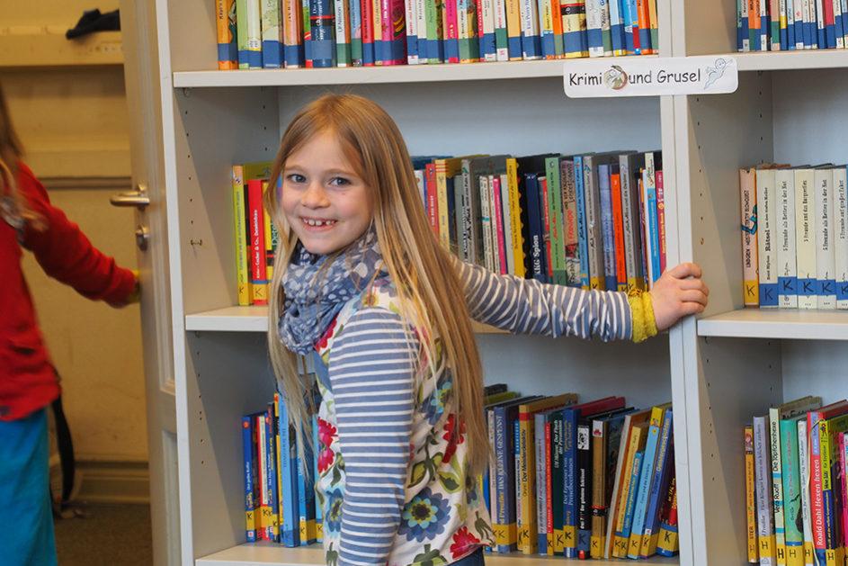 Der Schülerin der Waldschule Flensburg macht das Lernen Spaß. Sabine Czerny ist überzeugt: Wenn Kinder weniger leisten müssen und mehr lernen dürfen, entwickelt sich die Freude an der Schule von selbst.