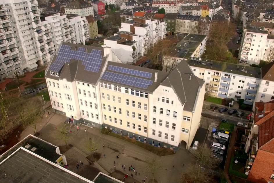 Eine Luftaufnahme der Grundschule Kleine Kielstraße