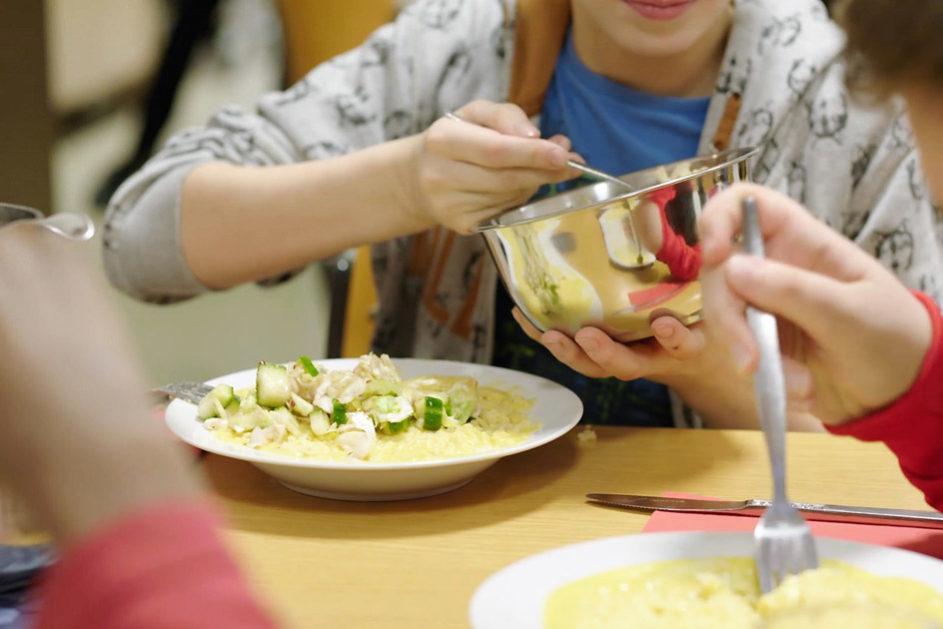 In ungenutzten Räumen der Sankt Antonius Gemeinde erhalten Kinder warme Mahlzeiten und haben Raum, um in Ruhe Hausaufgaben zu machen.