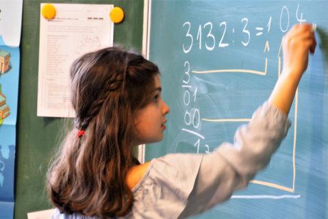 In bestimmten Unterrichtsphasen werden einzelne Einheiten gemeinsam wiederholt.