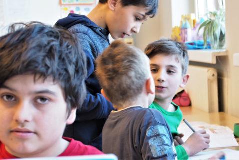 Durch die kindgerechte und kleinschrittige Formulierung können die Kinder über ihre Lerninhalte sprechen.