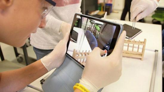 Aus der Dokumentation erstellen die Schülerinnen und Schüler anschließend eine interaktive Versuchsbeschreibung.