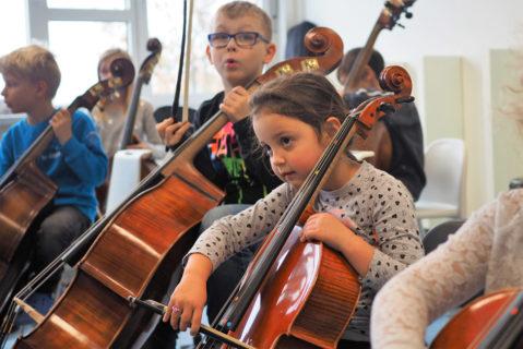 Anders als im Einzelunterricht wird von Beginn an gemeinsam musiziert.