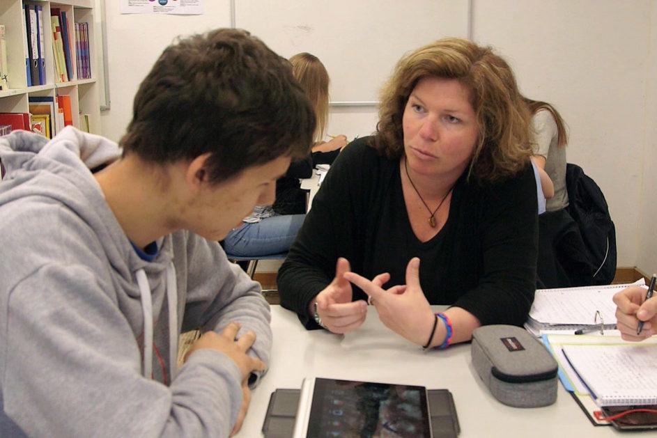 In individuellen Gesprächen mit den Lernbegleiterinnen und Lernbegleitern werden u.a. Tages- und Wochenziele reflektiert.