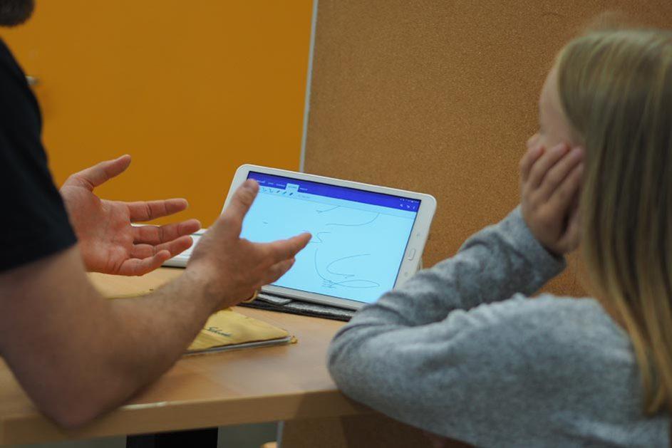 Digitale Medien sollten auch für Lehrerinnen und Lehrer zum Schulalltag gehören, meint Jugendforscher Klaus Hurrelmann.