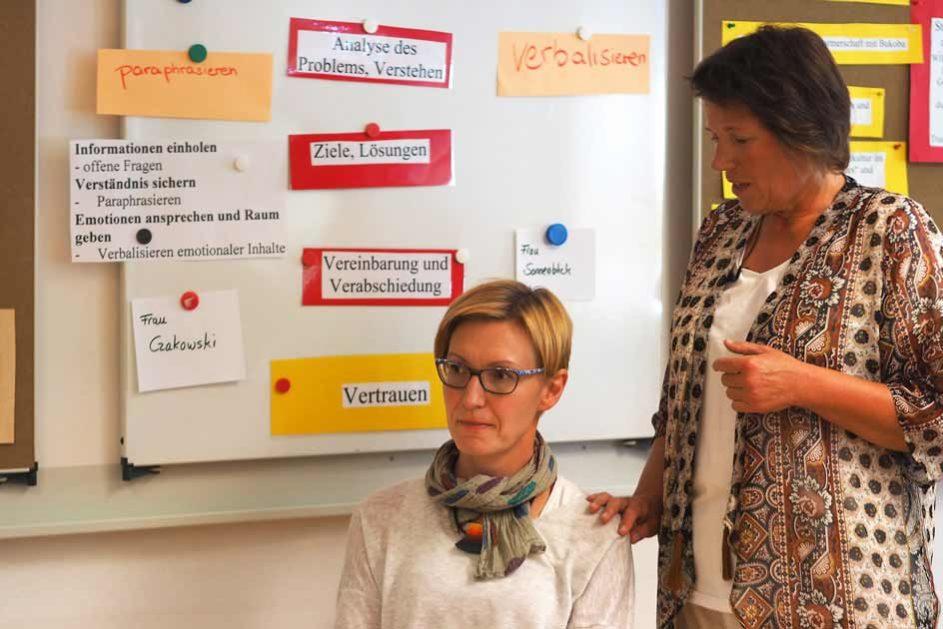 SENAT – Schulentwicklungsnachmittage: Rollenspiele zu ausgewählten Themen im Senat mit direktem Feedback und Anregungen.
