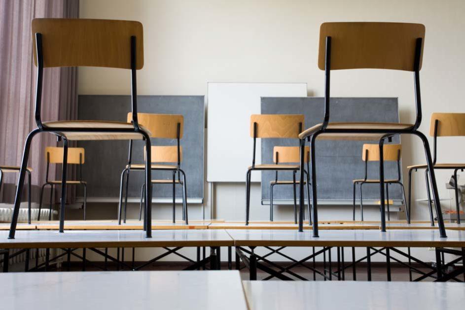 Um Unterrichtsausfall zu verhindern, versuchen einige Bundesländer, mit Lockangeboten Lehrkräfte aus dem Ruhestand zurück an die Schulen zu holen.
