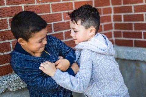 Die Zahl der gemeldeten tätlichen Auseinandersetzungen steigt an vielen Schulen.