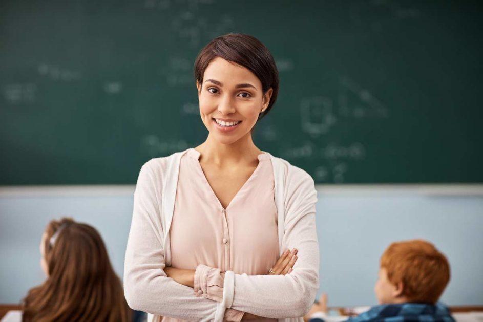 In den nächsten sieben Jahren fehlen an Grundschulen 35.000 Lehrkräfte. Einige Bundesländer setzen auf arbeitslose Gymnasiallehrerinnen und -lehrer, um die akuten Lücken zu füllen.