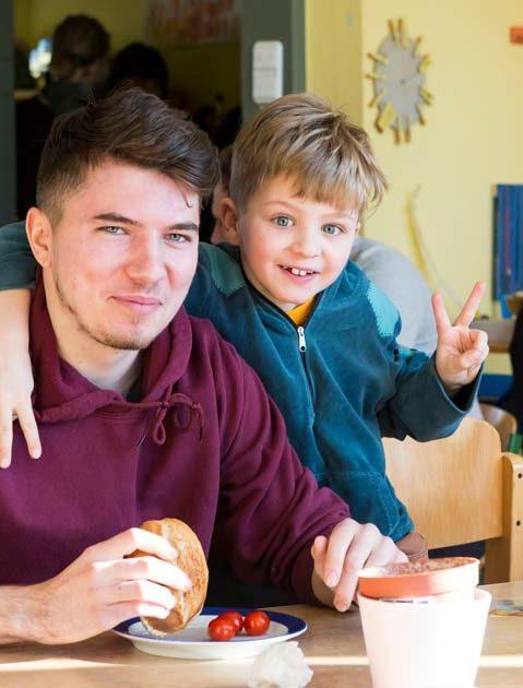 An der Martinschule starten alle Schüler und Schülerinnen mit einem gemeinsamen Frühstück in den Tag.