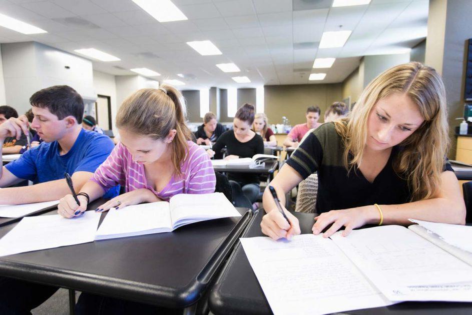 Schüler schrieben einen Test