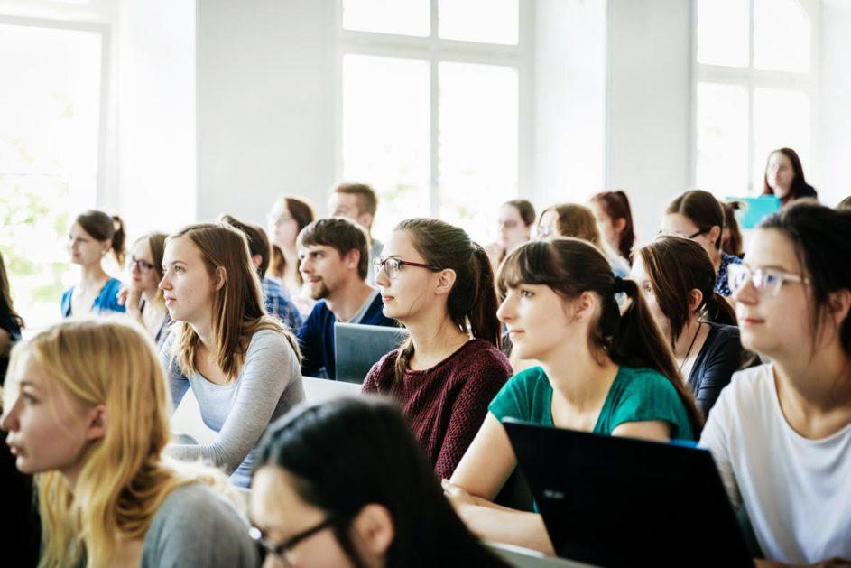 Studenten während eines Seminars