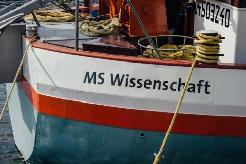 Ein Boot mit der Aufschrift MS Wissenschaft