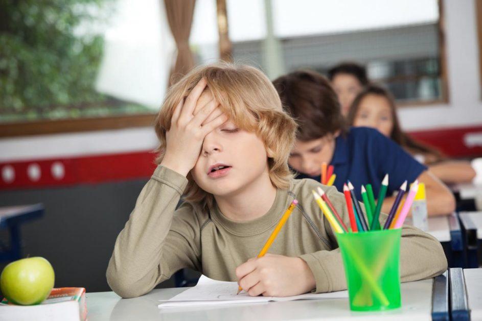 Ein gelangweilter Schüler.