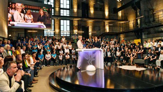 Bei der Verleihung des Deutschen Schulpreises 2018 in Berlin gratulierte auch Bundesbildungsministerin Anja Karliczek (CDU) den beteiligten Schulen.