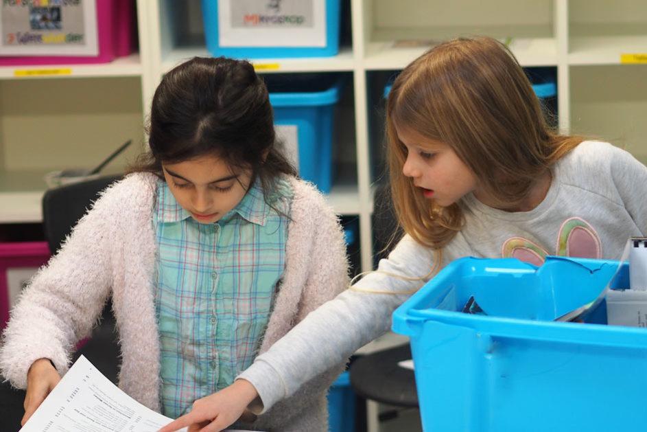 Thematische Kisten zum Entdecken als Ideenpool im Forscherlabor.