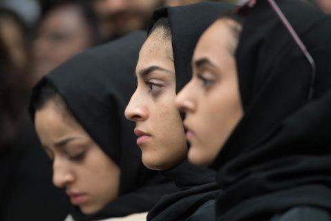 Frauen tragen eine Hidschab
