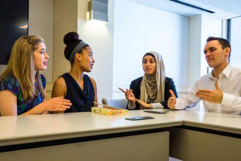 Schüler im Gespräch