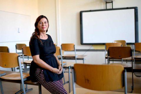Sandra Scheeres, 48, im Klassenzimmer eines Berliner Gymnasiums. Seit acht Jahren ist die SPD-Frau Bildungssenatorin.