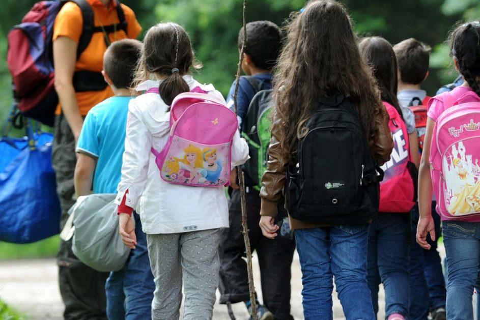 SchülerInnen bei einem Schulausflug