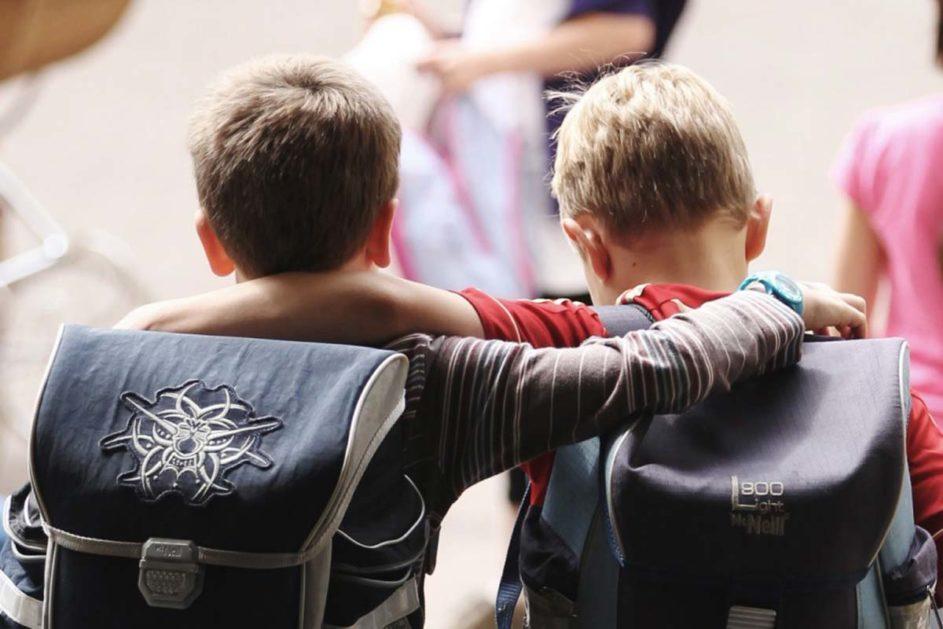Zusammenhalt ist wichtig: Schulen sind für die Vermittlung von solchen Werten da. Andere Institutionen haben an Einfluss verloren.