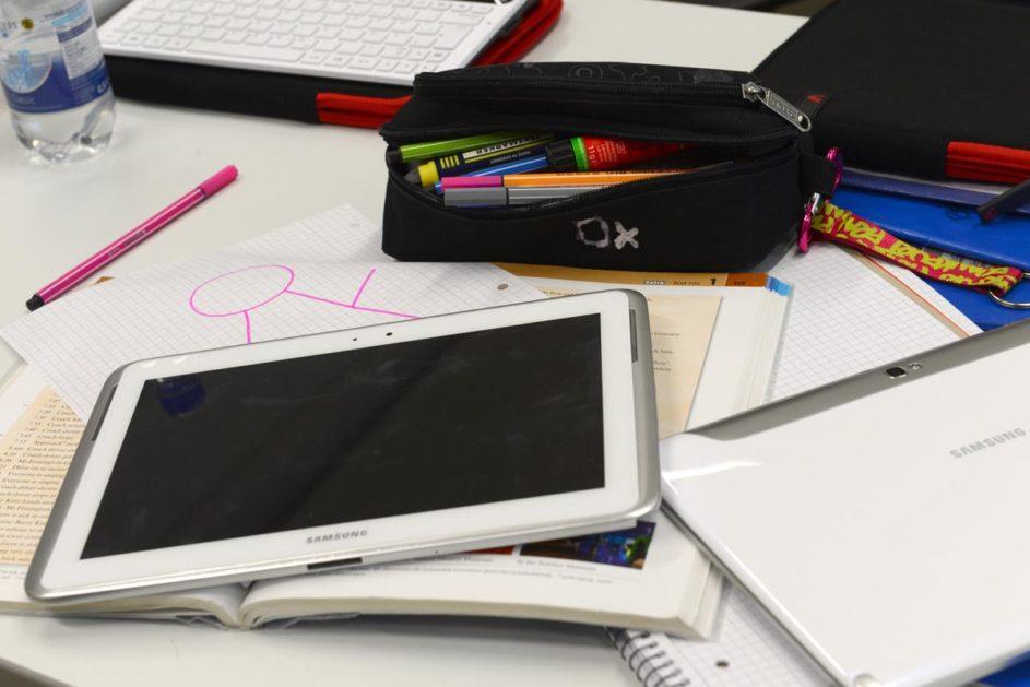 Tablet auf Schreibtisch
