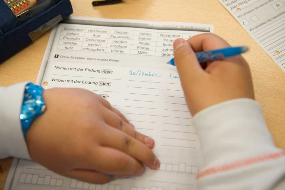 """ein Grundschüler schreibt """"September"""""""