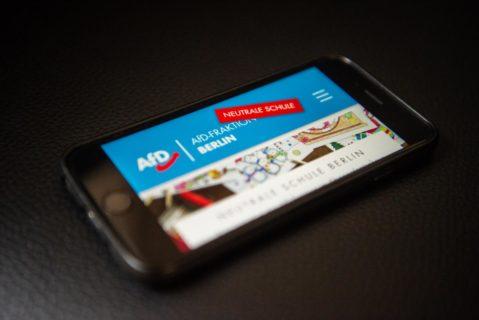 Smartphone mit AFD-Meldeportal