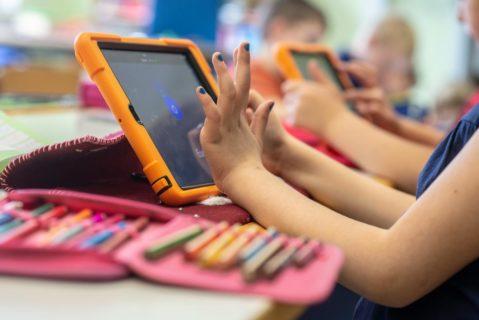 Im Computerraum: Manche Schulen bieten jedem Schüler ein Tablet, andere haben noch kein WLAN.