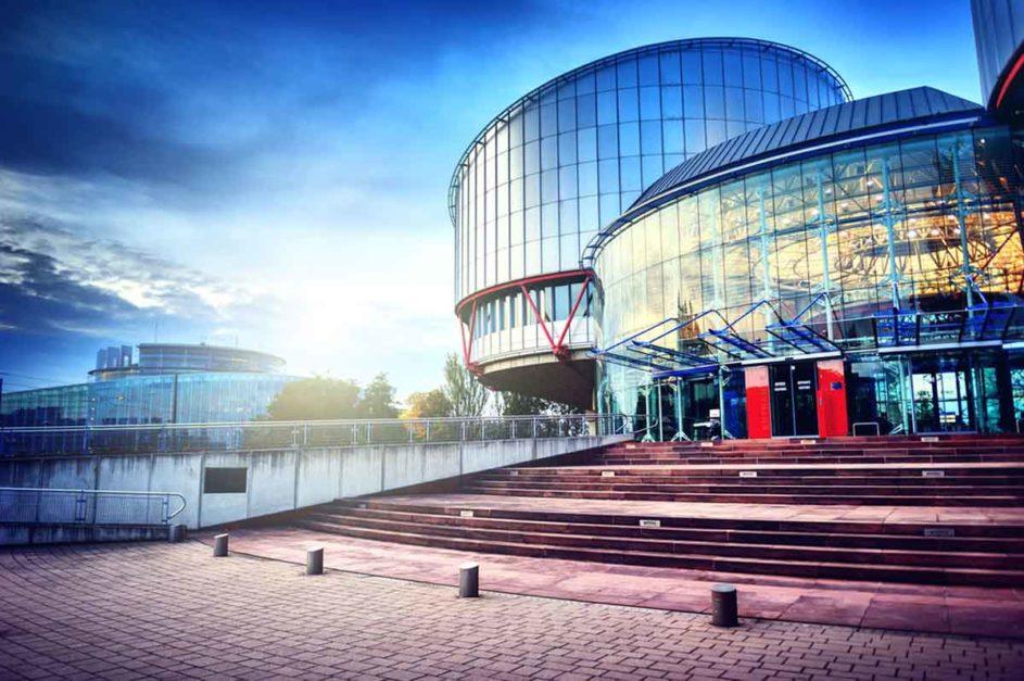 Gebäude des Europäischen Gerichtshofes für Menschenrechte von außen.