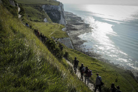 Was Schulfördervereine bewirken können, zeigt das sozialpädagogische Wanderprojekt in Großbritannien: 13 Studierende, fünf Lehrkräfte und 40 Bochumer Schülerinnen und Schüler aus sozial benachteiligten Familien einer Hauptschule waren zehn Tage in England auf Wanderpfaden unterwegs.