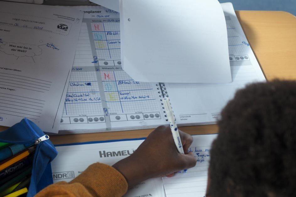 In der Lernzeit lernen die Schülerinnen und Schüler für sich selbst und haben dafür ihren eigenen Lernplan.