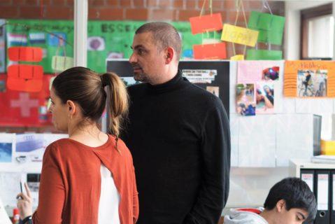 Auch die Lehrkräfte arbeiten eng zusammen. Oft findet der Unterricht im Team statt. So können alle Kinder optimal betreut werden.