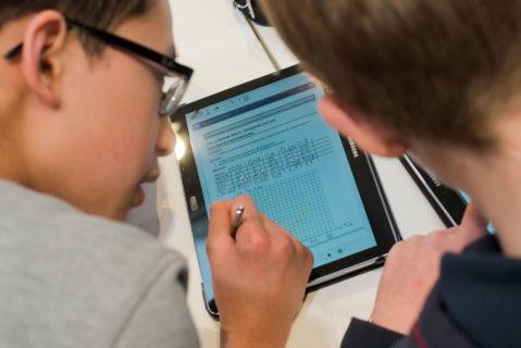 Bund und Länder ringen suchen nach dem richtigen Weg, um digitales Lernen in den Schulen zu fördern.