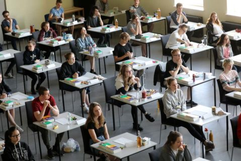 Abiturienten vor der Englisch-Prüfung. Wie kommen Schüler am Gymnasium an, die gar kein Abitur machen können?