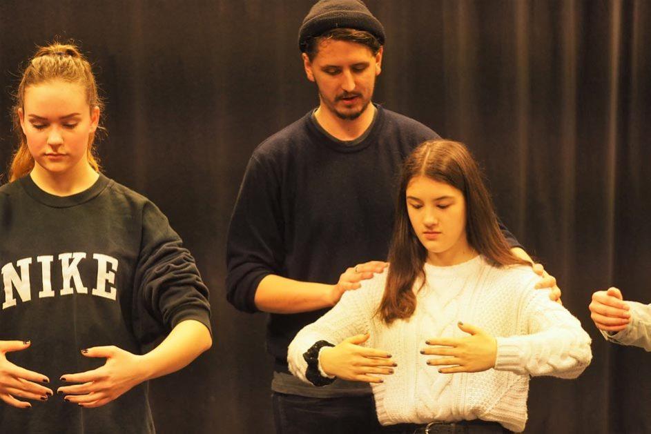 Die Schüler werden von professionellen Regisseuren und Filmemachern unterstützt.