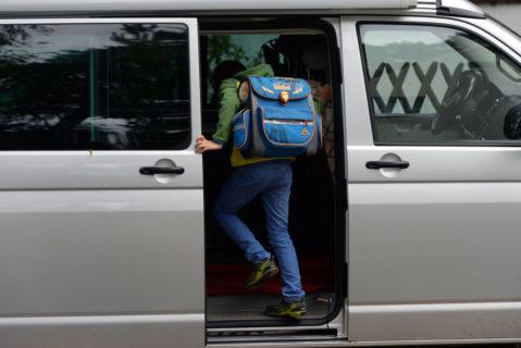 Etwa ein Drittel der Grundschüler wird von ihren Eltern mit dem Auto bis vors Schultor gefahren.