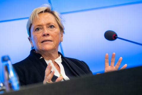 Susanne Eisenmann bei einer Pressekonferenz