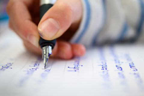 Druckschrift, aber wenigstens ordentlich: Immer weniger Schüler können ohne Probleme mit der Hand schreiben.