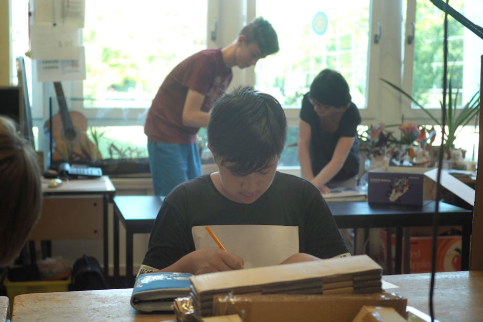 In der Lernwerkstatt können Schülerinnen und Schüler eigene Fragestellungen entwickeln und ihnen nachgehen.